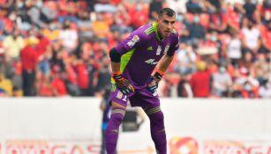 Nahuel Guzmán durante un partido con Tigres