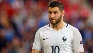 André-Pierre Gignac en acción con la selección de Francia