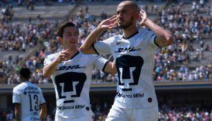 Alan Mozo y Carlos González con Pumas
