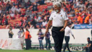 Tuca Ferretti durante un partido con Tigres