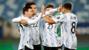 Jugadores argentinos celebrando un gol vs Bolivia