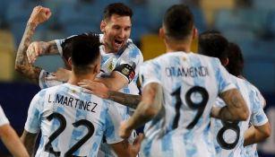 Jugadores argentinos celebrando un gol vs Ecuador