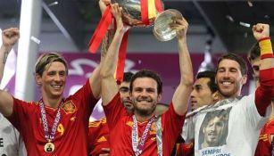 Ramos junto a Torres y Mata
