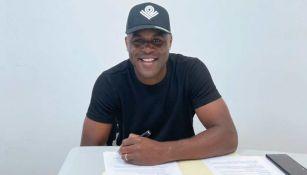Joel Campbell firmando con Rayados