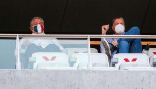 Vucetich y Peláez durante un partido de Chivas
