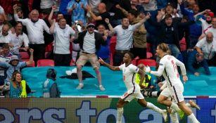 Aficionados Ingleses festejan un gol