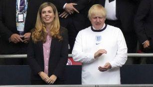 Boris Johnson junto a su esposa en la Final de la Euro