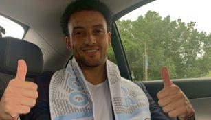 Felipe Anderson posa con una bufanda de la Lazio