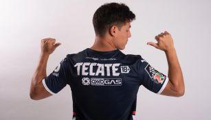Así luce el TECATE 18+ en la playera de Rayados