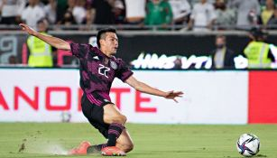 Hirving Lozano durante un partido con México