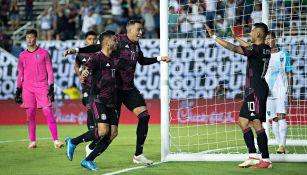 Rogelio Funes Mori celebra gol con la selección mexicana en Copa Oro