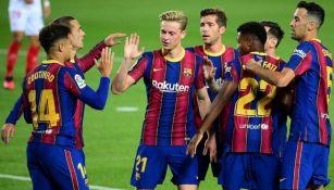 Jugadores del Barcelona festejando un gol a favor