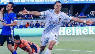 Chicharito Hernández celebrando un gol con Galaxy