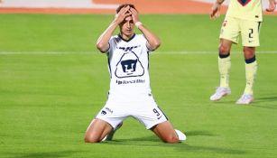 Juan Dinenno en un partido entre Pumas y América