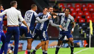 Jugadores de Pachuca, en festejo de gol