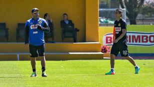 Mohamed y Aguilar en un entrenamiento del América