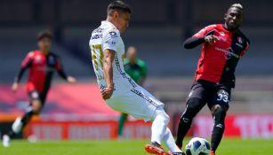 Ricardo Galindo en acción con Pumas