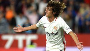 Bryan Gil en festejo de gol con Sevilla