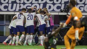 Jugadores de EEUU celebrando un gol vs Jamaica