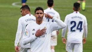 Raphael Varane durante un partido con el Real Madrid