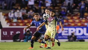 Luis Fuentes controla un balón en el partido ante Querétaro