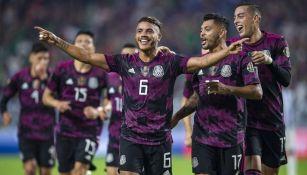 Futbolistas mexicanos festejando un gol a favor ante Honduras