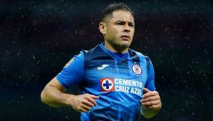 Pablo Aguilar en el duelo entre Cruz Azul y Mazatlán