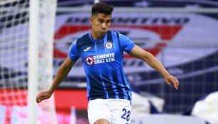 Pol Fernández en el partido entre Cruz Azul y Mazatlán FC