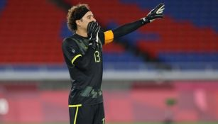 Guillermo Ochoa en el partido entre México y Corea del Sur