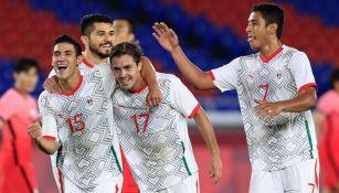 Jugadores mexicanos festejando un gol contra Corea del Sur