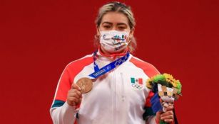 Aremi Fuentes con su medalla de bronce