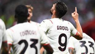 Giroud festeja su primer gol con el Milan