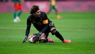 Guillermo Ochoa en el partido ante Sudáfrica
