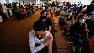 Personas tras ser vacunadas en México