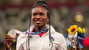 Christine Mboma sube al podio con la Plata en 200 metros durante Tokio 2020