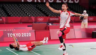 Apriyani Rahayu y Greysia Polii celebran haber conseguido el oro olímpico