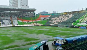 Cancha inundada del Estadio de León