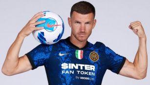 Edin Dzeko con el uniforme del Inter de Milán