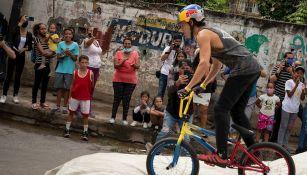 Daniel Dhers en su exhibición de BMX freestyle en Caracas
