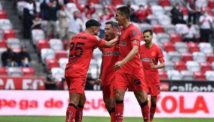 Jugadores del Toluca celebran gol vs Mazatlán