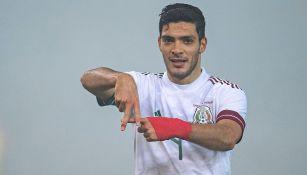 Jiménez festeja un gol con el Tri