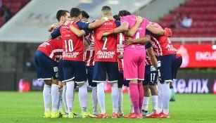 Jugadores de Chivas previo al partido vs León