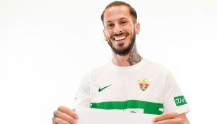 Darío Benedetto posa con la camiseta del Elche
