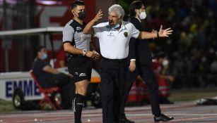 Ricardo Ferretti molesto con las decisiones arbitrales