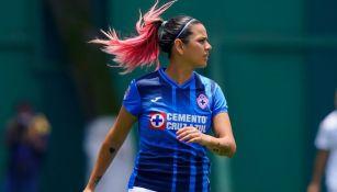 Michelle Montero en un partido de Cruz Azul Femenil