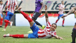 Chicote Calderón en acción con Chivas