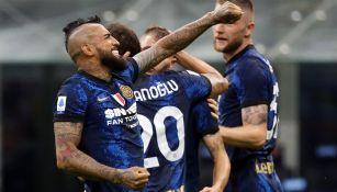 El chileno Arturo Vidal celebra con el Inter de Milán