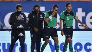 Eduardo Acosta no pudo terminar el partido