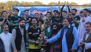 Afganistán: En medio de la crisis, se celebró Final de futbol