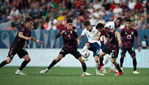 Pulisic en acción con Estados Unidos frente a la Selección Mexicana